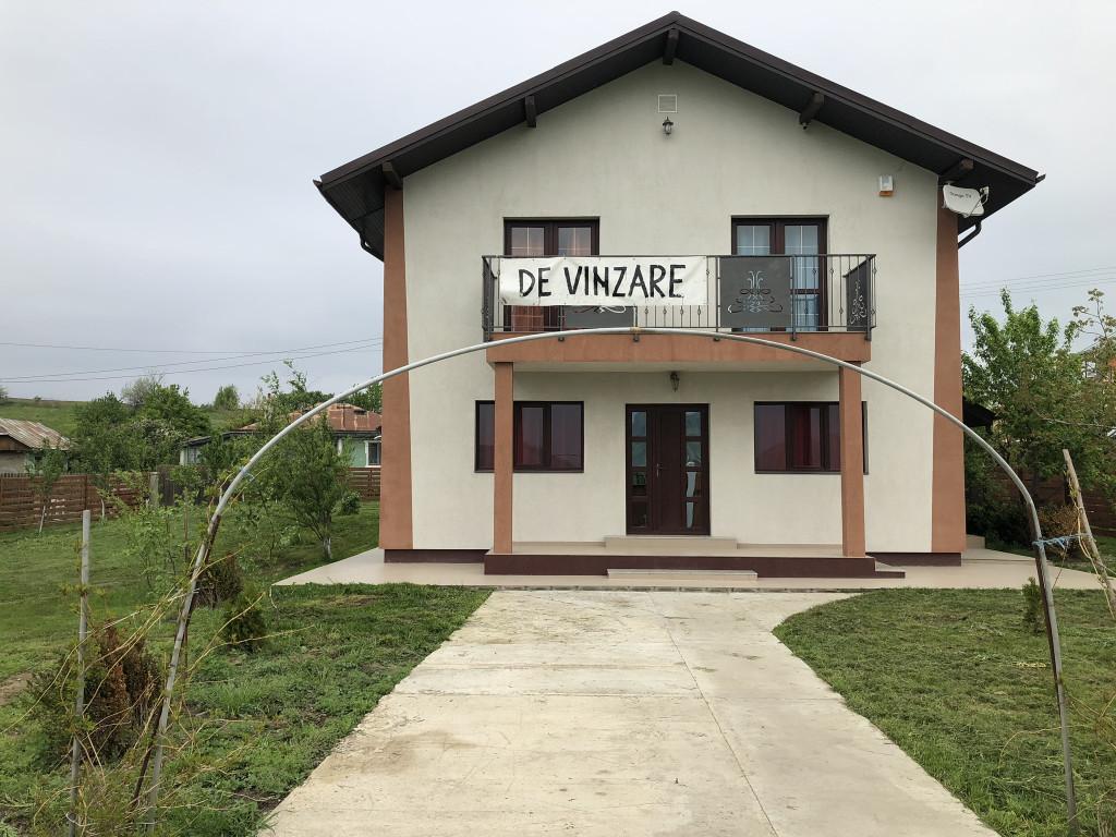 1050 mp teren!Vila 195 mp utili,Valea Lupului-Letcani.Bucatarie vara!