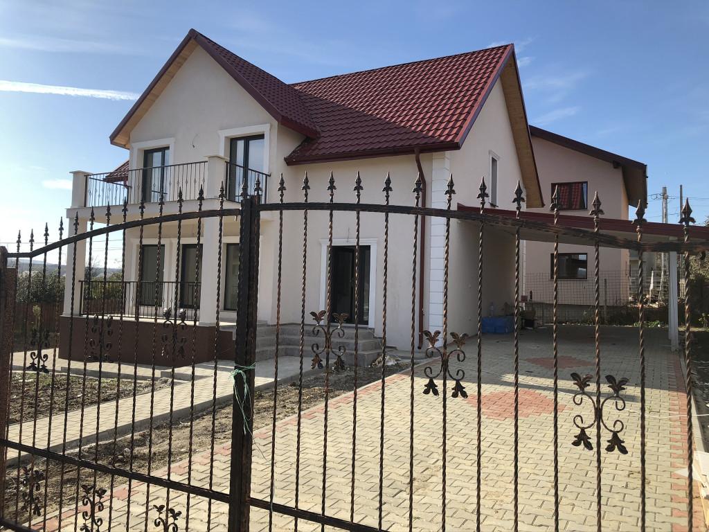 https://www.partener-imobiliare.ro/ro/vanzare-houses-villas-5-camere/lunca-cetatuii/canalizareaproape-de-soseavila-5-camerelunca-cetatuii_417